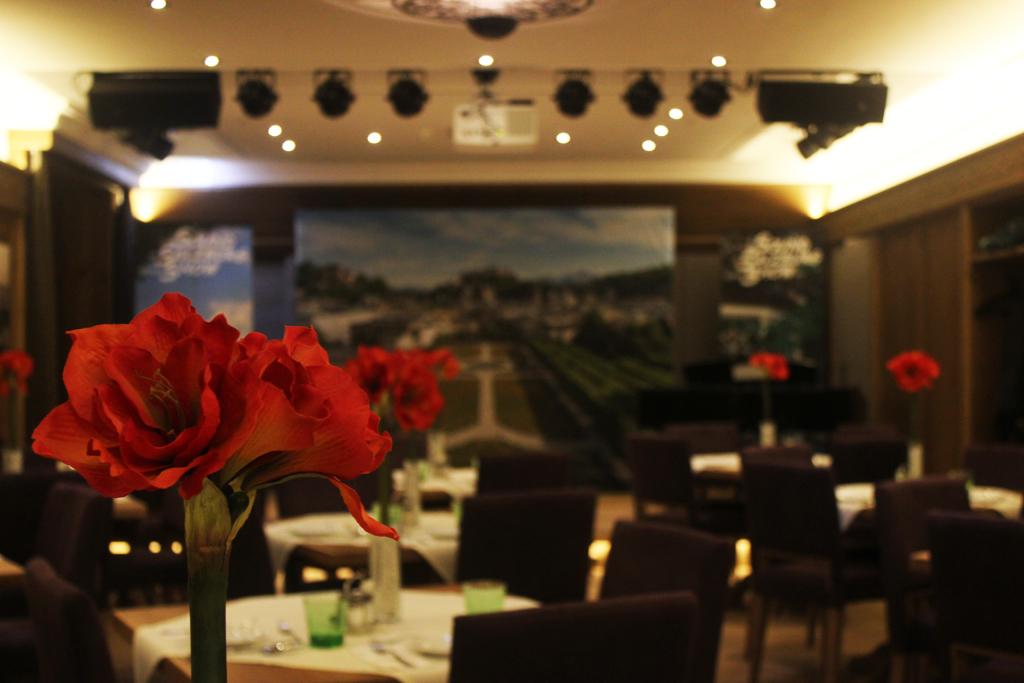 new show venue sternbr u restaurant sound of salzburg show. Black Bedroom Furniture Sets. Home Design Ideas